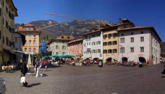 Piazza di Caldaro  (6190 clic)