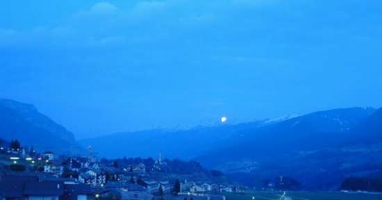 La luna sorge dalla catena del lagorai - Cavalese (3011 clic)