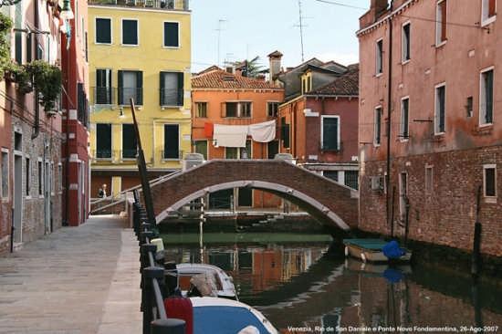 Venezia: Il Tramonto tra le Calli (8055 clic)