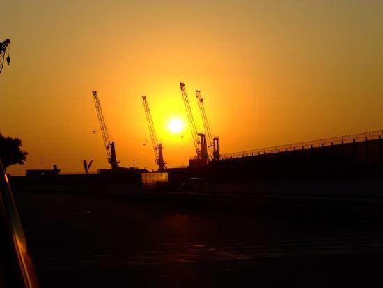Alba al porto di Catania (2669 clic)