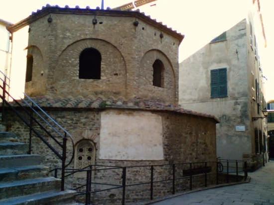 Il Battistero di Albenga (3728 clic)