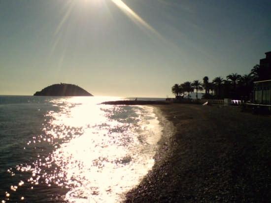 La spiaggia  di Albenga (5140 clic)