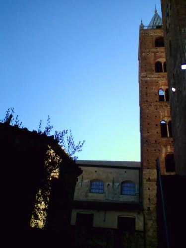 Il Battistero e il Campanile di Albenga (2446 clic)