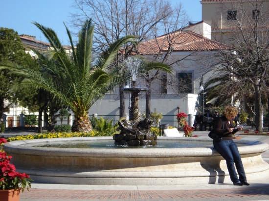 Fontana di piazza Municipio - Acquedolci (4449 clic)