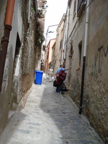 Vicolo. Ritorni a casa - Caronia (3549 clic)