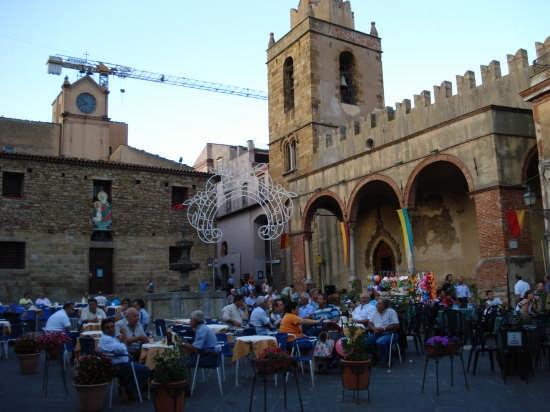 Piazza Margherita, all'imbrunire - Castelbuono (5512 clic)