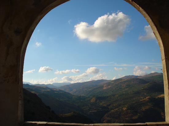 Veduta dal lato ovest del Castello Beccadelli - MARINEO - inserita il 07-Sep-10