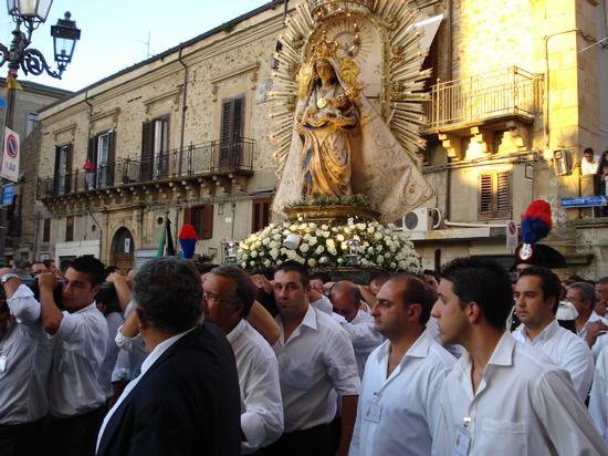 Madonna dei Miracoli - processione 2010 - Mistretta (4537 clic)