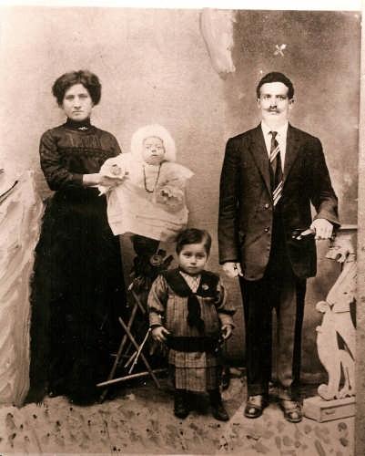 Famiglia contadina di Mistretta, 1914  (8930 clic)