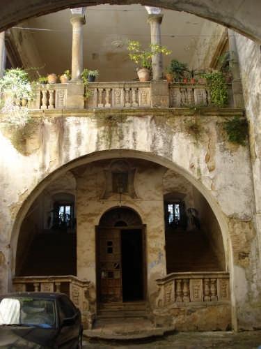 Atrio del Palazzo Russo - Mistretta (4169 clic)