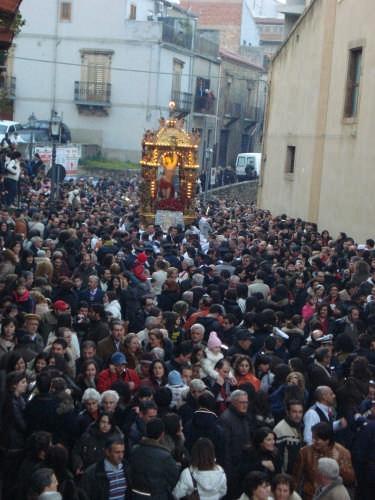 San Sebastiano, la pausa prima della corsa - Mistretta (6360 clic)
