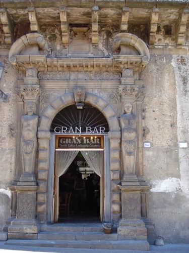 Portale palazzo Scaduto - Lipari  - Mistretta (4539 clic)