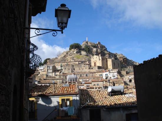 Pendici del Castello - MISTRETTA - inserita il 25-Feb-08
