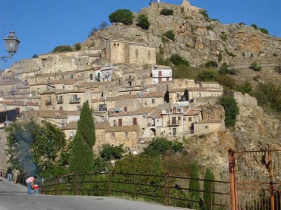 Rocca del castello e chiesa del Carmine - Mistretta (4211 clic)