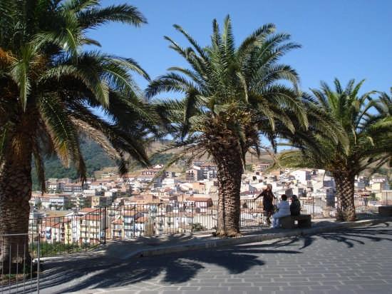 All'ombra delle palme - Tusa (4705 clic)