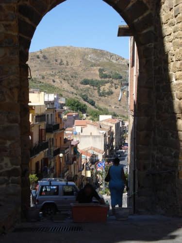 Porta perimetrale dell'antica città - Tusa (3848 clic)