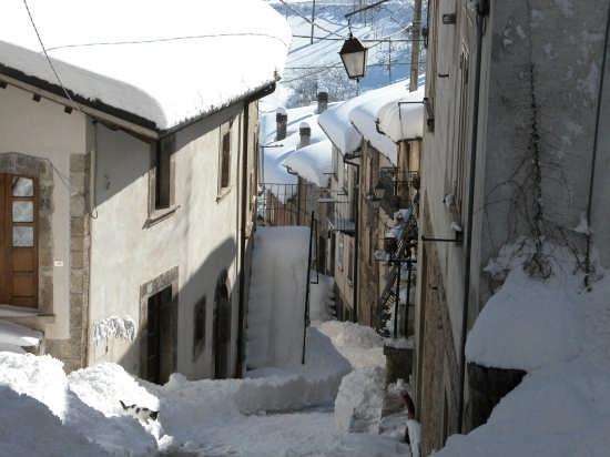 Pescocostanzo con la neve (3644 clic)