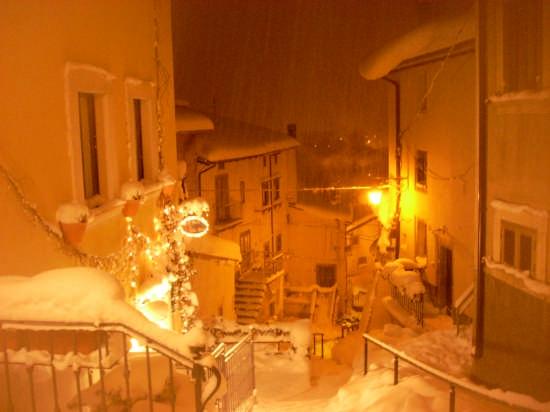 Pescocostanzo nevicata del 15-12-2007 (2443 clic)