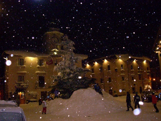Pescocostanzo piazza municipio 15-12-2007 - PESCOCOSTANZO - inserita il 17-Dec-07