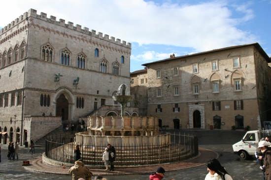 la piazza più bella - Perugia (7057 clic)