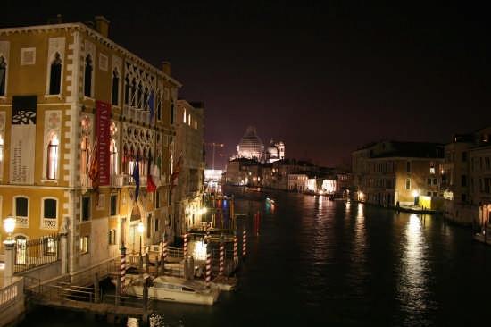 uno scorcio notturno - Venezia (3214 clic)