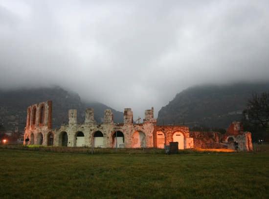 il teatro romano - Gubbio (7282 clic)