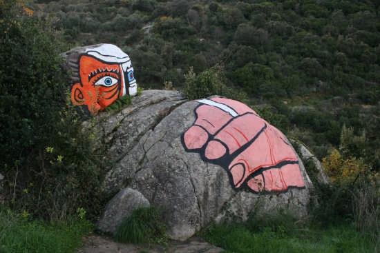 murales sulla roccia - Orgosolo (4406 clic)