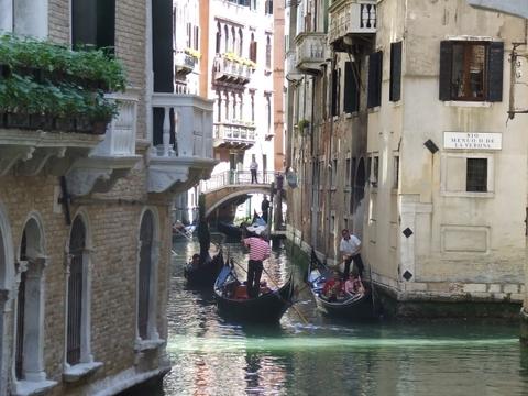 Passeggiando Nelle calle di venezia (3988 clic)