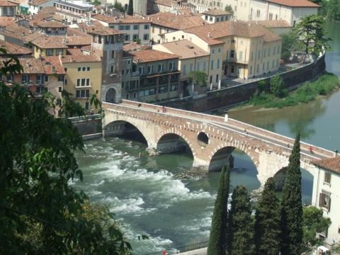 Ponte di pietra - Verona (3571 clic)