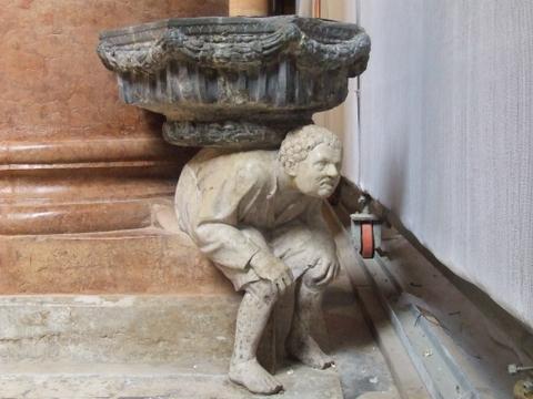 Curiosa Acquasantiera della chiesa Santa Anastasia  Verona (4973 clic)