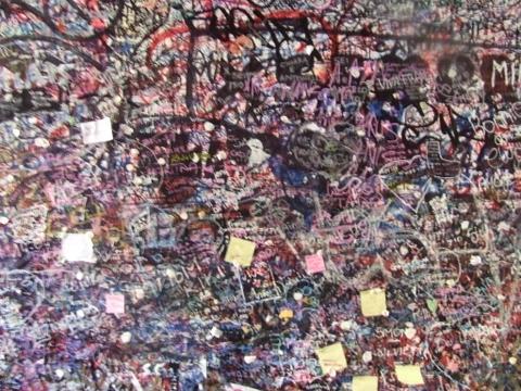 scritte sul muro della casa di Giulietta - Verona (6904 clic)
