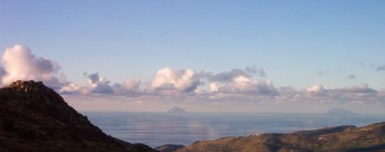Il mare e le Eolie viste da Mistretta (2861 clic)