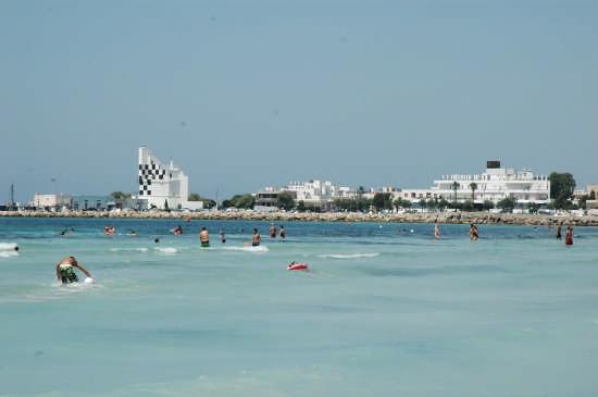 Panoramica del porto: a pochi centinaia di mt. dal Centro B&B Florenza si giunge alla spiaggia, dove anche l'acqua del porto è pulitisima  - Ugento (3231 clic)