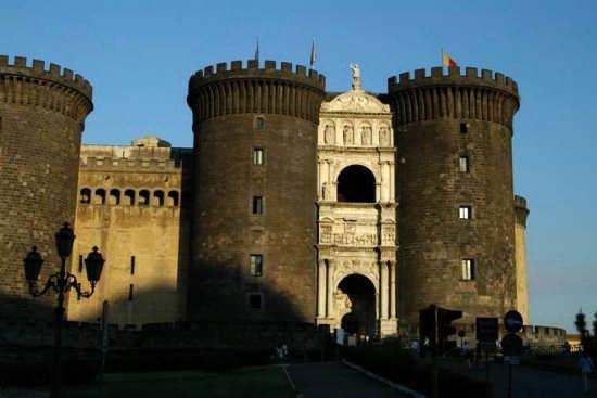 Napoli, Castel Nuovo - NAPOLI - inserita il 04-Jan-08