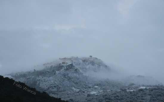 Pollina tra neve e nebbia (4762 clic)
