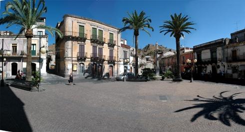 P.zza Vittorio Emanuele - Calatabiano (2980 clic)