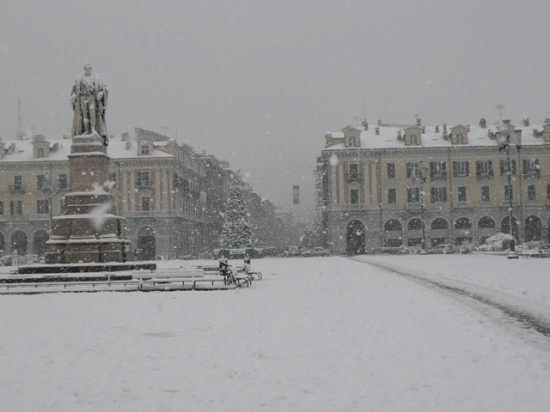 PIAZZA GALIMBERTI INVERNO - Cuneo (7411 clic)