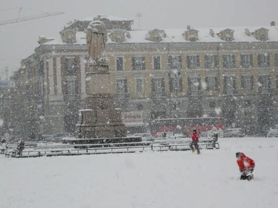Giochi di bimbi  in Piazza Galimberti - Cuneo (8897 clic)