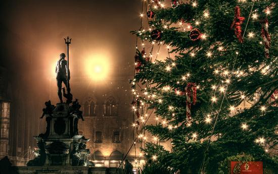 Natale in Piazza Maggiore a Bologna (5536 clic)