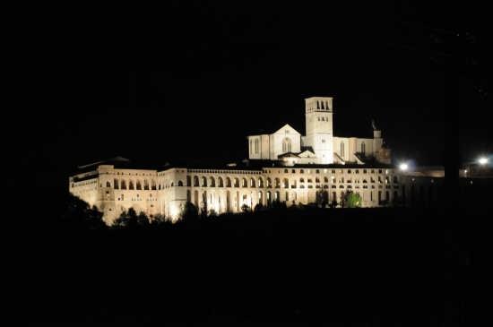 Assisi di notte (6180 clic)