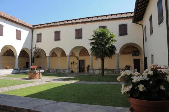 chiostro abbazia di rosazzo - Manzano (3410 clic)