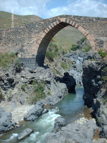 il ponte dei saraceni  - Adrano (6513 clic)