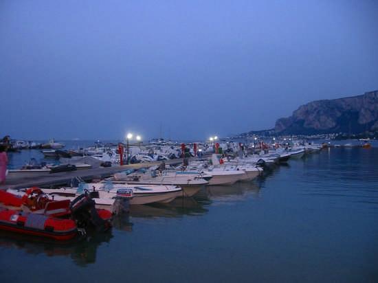 Mondello  ( pa )    Barche  - Palermo (3131 clic)