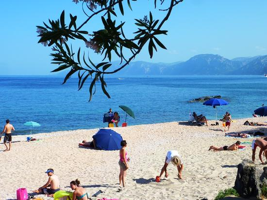 Spiaggia con Vista - Cala gonone (1842 clic)