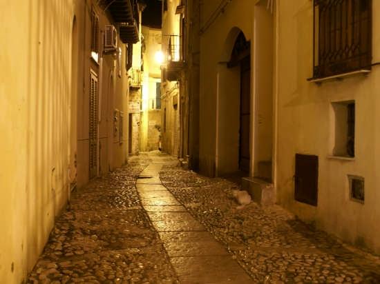 passeggiando per le vie - Monreale (3817 clic)