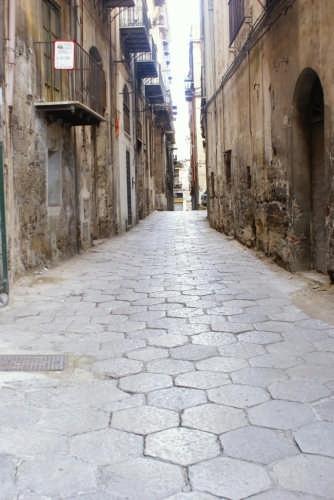 passeggiando per le vie - Palermo (2532 clic)