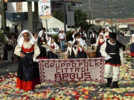 Costume Tipico di Arbus (Provincia Medio Campidano) - Costa verde (6413 clic)