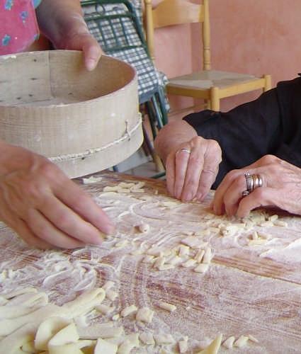 Cavati  : una tradizione trasmessa da mani esperte - Agrigento (4435 clic)