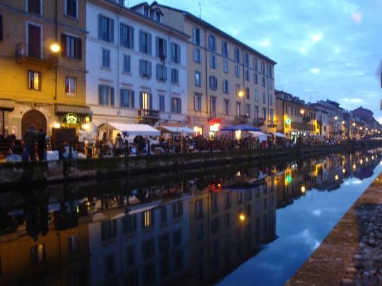 I Navigli mentre sta arrivando la notte... - Milano (8298 clic)