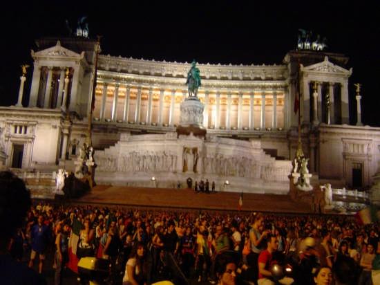Piazza Venezia aspetta la coppa del Mondo !  - Roma (13853 clic)